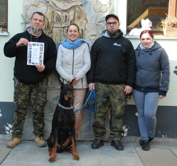 Hundeschule Schweinfurt spendet für Tierheim Wannigsmühle